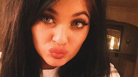 People Are Doing the 'Kylie Jenner Challenge' and the ...