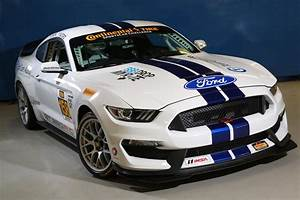 Ford Shelby Mustang GT350R-C makes its racing debut