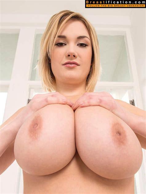 Busty Siri Big Boobs