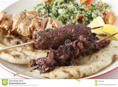 de cuisine turc kofta de chiche kebab de sumac et plat de taouk images
