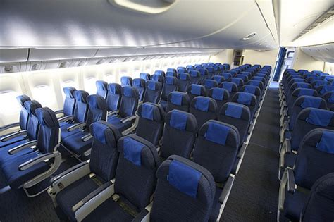 boeing 777 200 interieur united airlines boeing 777 new economy cabin interior flickr photo
