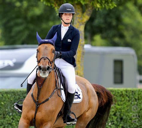 paradijs fragile pensioen jarige met horses arnd