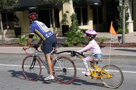 velo avec siege enfant 4 options pour faire du v 233 lo avec vos enfants