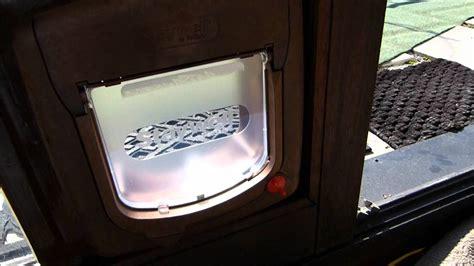einbau einer katzenklappe  ein isolierverglastes fenster