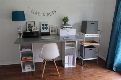 faire un bureau avec une planche ikea hack détourner et customiser une bibliothèque billy