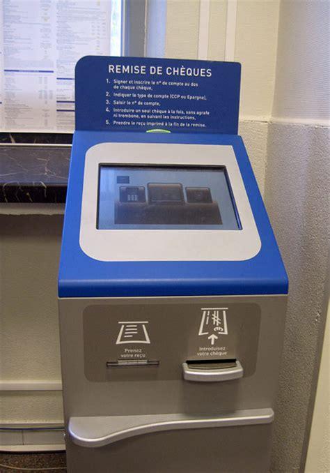 depot cheque banque postale machine l automate de la poste fran 231 aise vous 234 tes forc 233 s de l adopter
