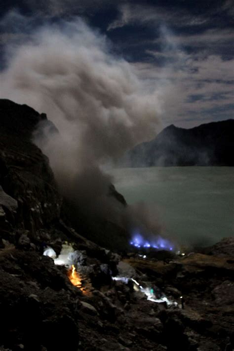 Wordpress Icon blue flame kawah ijen java indonesia singapore 1066 x 1600 · jpeg