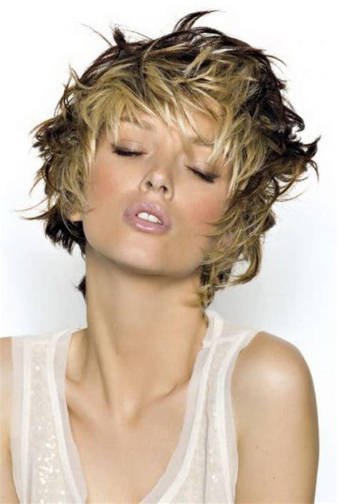 Modele de coiffure avec meches