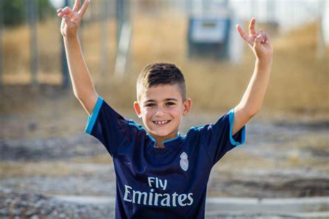 children sharing narratives  refugee children