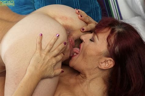 Mature Lesbians Expose Big Boobs For Nipple Licking Before Oral Sex Action