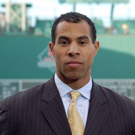 Sportsnet. sportscaster David Amber Biography, Salary, Net ...