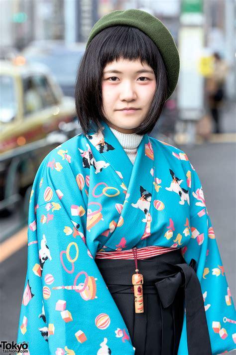 Harajuku Girls in Japanese Hakama w/ Tabun Zettai Geta