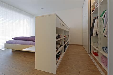 Schlafzimmer Mit Ankleide by Wandschrank Und Bettr 252 Ckenteil Als Kleiderschr 228 Nke Auf Zu
