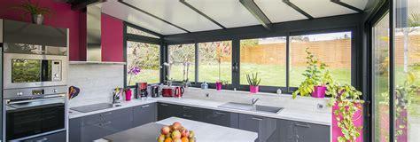 cuisine veranda photos une véranda cuisine avec ilôt central akena vérandas