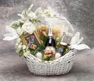 great wedding gifts wedding gift baskets great gift basket ideas for your wedding