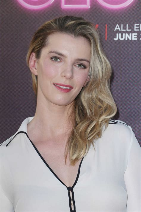 betty gilpin   glow tv show premiere  los angeles