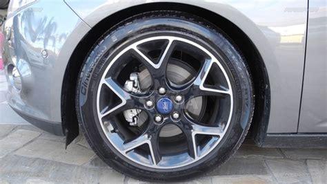 ford focus sedan   rodas originais aro   pneus