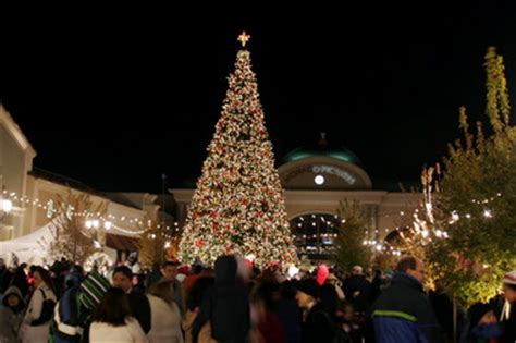 bridge street holding annual christmas tree lighting