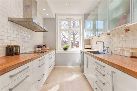 cuisine plan de travail en bois plan de travail en bois massif chaleureux moderne et
