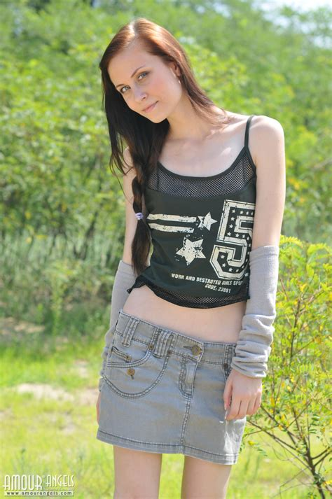 Lovely Teen Babe Strips Down Outdoors To Flash Her Nice