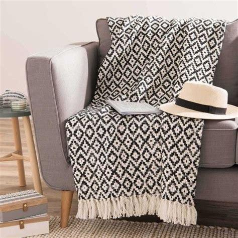 plaid canapé maison du monde textile ma chambre cosy parfaite plaid blanc plaid noir et coton blanc