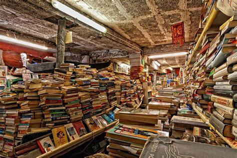 Libreria Venezia by La Libreria Acqua Alta A Venezia Un Insolito Mondo Di