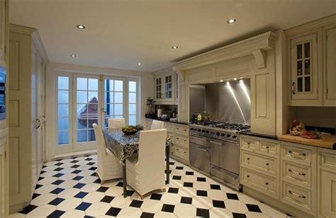carrelage noir et blanc cuisine carrelage cuisine en noir et blanc 22 intérieurs inspirants