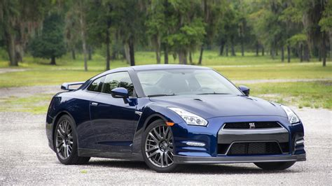 Nissan Gtr Photo by Nissan Gt R Wallpapers Images Photos Pictures Backgrounds