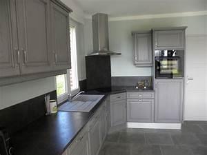 revgercom cuisine peinte en gris fonce idee With cuisine peinte en gris