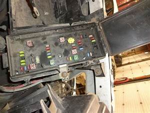 Sell 06 Dodge Ram 2500 Pickup Fuse Box 851332 Motorcycle