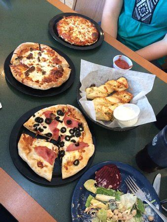 round table pizza maui zaui maui zaui picture of round table pizza kihei tripadvisor