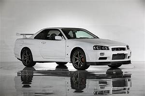 Nissan Skyline R34 : this is what a nissan skyline r34 gt r vspec ii n r with 10km looks like carscoops ~ Maxctalentgroup.com Avis de Voitures
