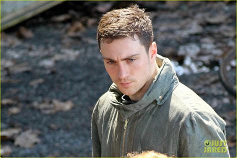 aaron-taylor-johnson-godzilla-set-with-bryan-cranston-15 ...