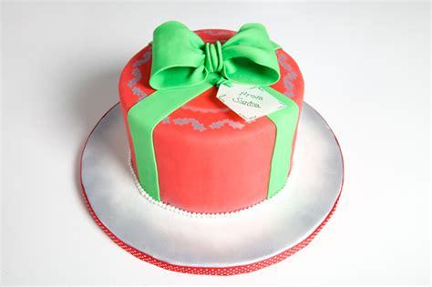 decorate  christmas cake  classic ways