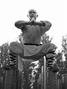 Shaolin Monks Training (18 Amazing Pictures)