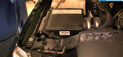95 Gmc 1500 Fuel Filter by How To Replace The Engine Air Filter On A 99 06 Chevy