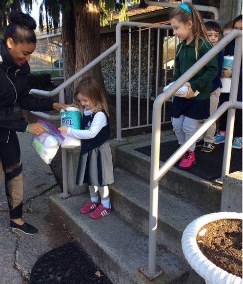 evergreen academy preschool students in bothell collect 566 | web1 170317 BKN TDrive3