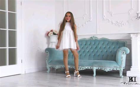 Brimad 童星mia 白色裙装哔哩哔哩 ゜ ゜つロ 干杯~ Bilibili