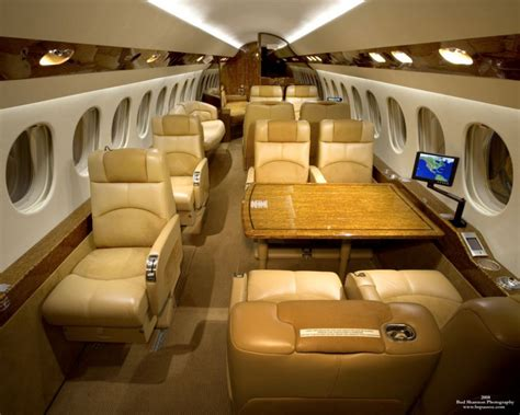 falcon  tly private jet