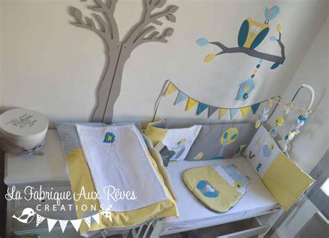 chambre bébé gris et jaune décoration chambre bébé chouette hibou arbre oiseau