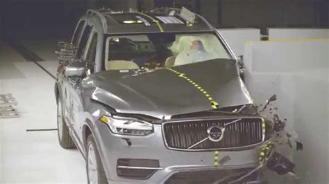 volvo xc suv crash test iihs small