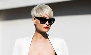 Coupe Courte Femme Cheveux Gris : coiffure courte blonde avec des lunettes ~ Melissatoandfro.com Idées de Décoration