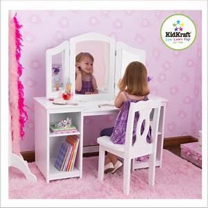 Deco Chambre Fille Princesse : decoration chambre princesse ~ Teatrodelosmanantiales.com Idées de Décoration