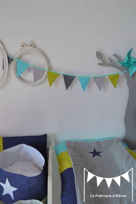 chambre bébé vert et blanc deco chambre bebe jaune et gris