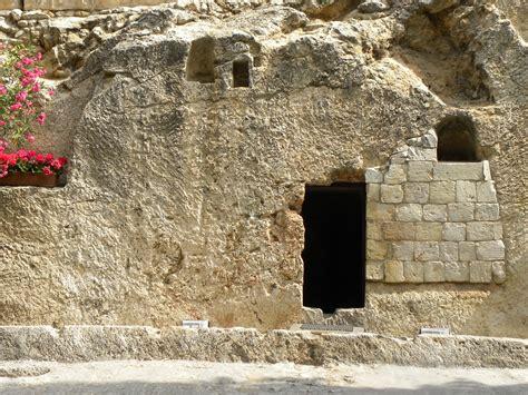 entrance   garden tomb    called garden tomb