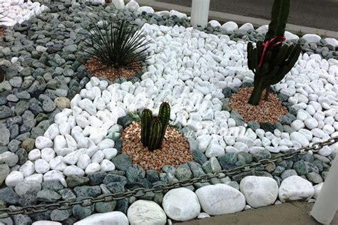 pietre per aiuole giardino aiuole con pietre da giardino idee e consigli di stile