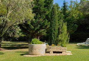 jardin mediterraneen ooreka With amenagement jardin exterieur mediterraneen 2 amenagement de jardin mediterraneen plantes et fleurs