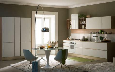 cuisine blanche mur taupe couleur de cuisine en 50 idées modernes et inspirantes