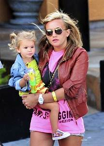 jamie-lynn-spears-denim-shorts-candids-with-family-in-los ...