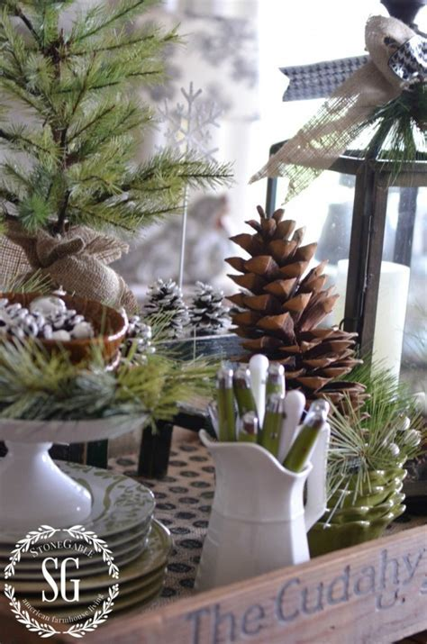 Farmhouse Christmas Vignette :: Creating Christmas